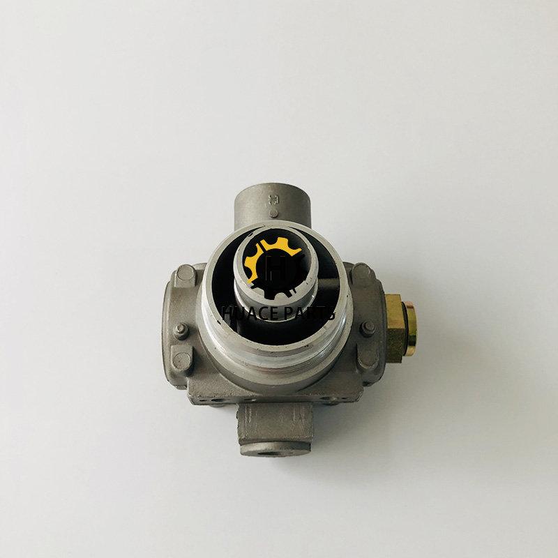 Cat oil filter head